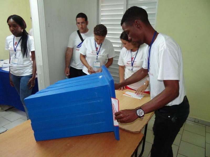 A las seis de la tarde cerraron los colegios electorales de la UCI, y se procedió a realizar el escrutinio de boletas.