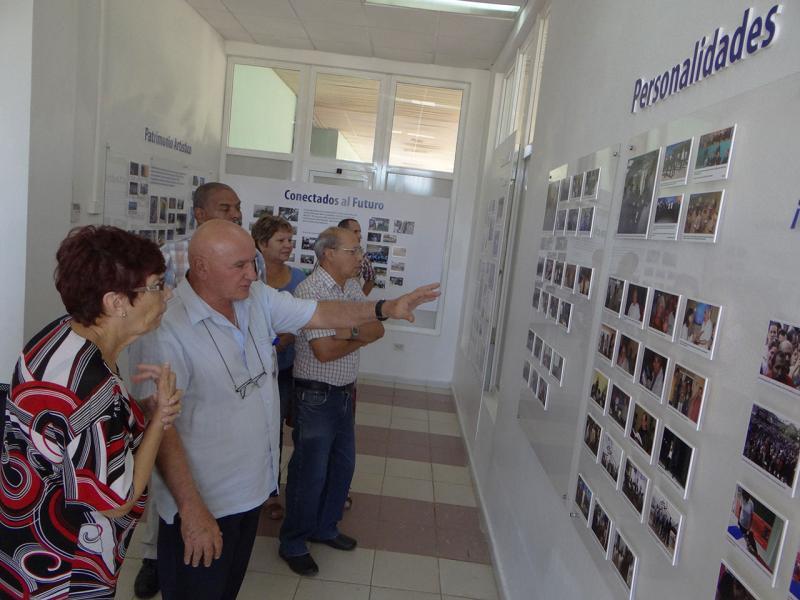 Visita a la Sala de Historia de la UCI.