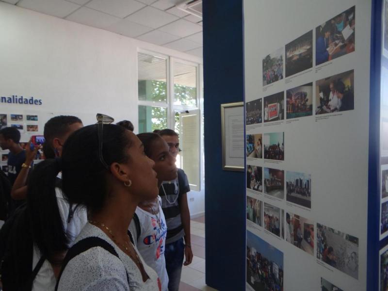 Visitaron los nuevos alumnos la Sala de Historia.