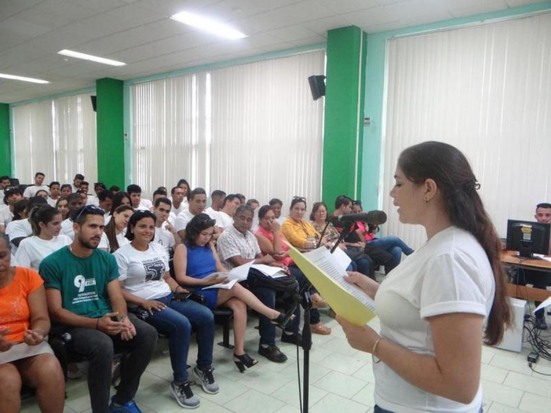 Palabras de la graduada Claudia Rafaela Guilarte Domínguez en representación de la FEU.
