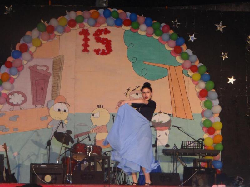 """La danza """"Amor gitano"""" interpretada por Bárbara Lomabana Martínez deleitó al público."""