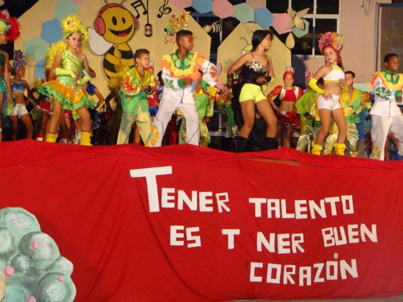 """Este espectáculo signado por la creación inteligente incluyó la actuación de la compañía infantil """"Seguidores de la tradición""""."""