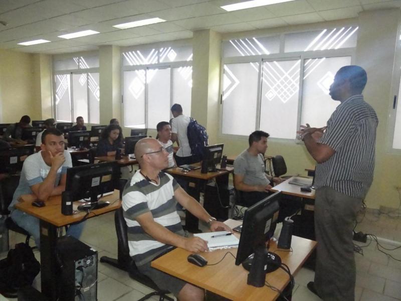 En la Academia Cisco conocieron sobre la fundación de este programa de formación en redes en la UCI.