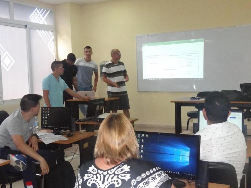 En el laboratorio de la Academia Cisco desarrollaron el taller evaluativo del curso.