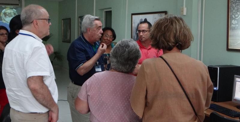 La comisión evaluadora se reunió con especialistas de la Dirección de Información Científico Técnica.