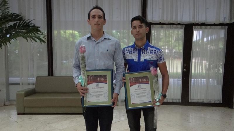 El Dr.C. Ramón Santana (izquierda) fue reconocido por ser merecedor de una Mención CITMA en la categoría de Joven Investigador, y Lionel Rodolfo Baquero Hernández (derecha) , por obtener una Mención CITMA en la categoría de Estudiante Investigador.