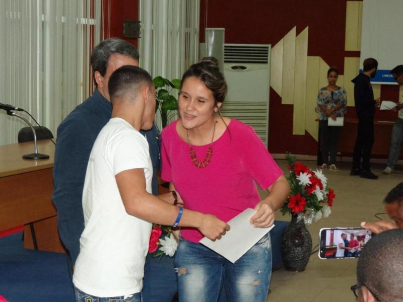 Clayret Echenique Quintana, presidenta de la FEU de la Facultad ganadora del Fórum.