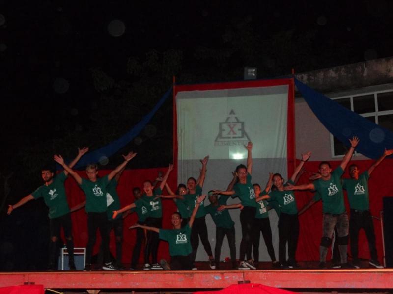 El grupo Elementrix participó en la celebración de nuestra identidad nacional.