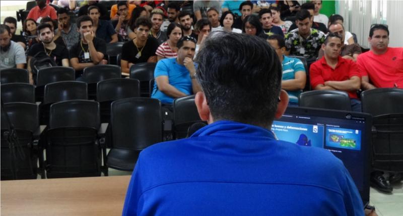 """Randy González Fidalgo, del Centro de Tecnologías Interactivas, impartió la conferencia """"Tips para artistas técnicos en GGJ""""."""