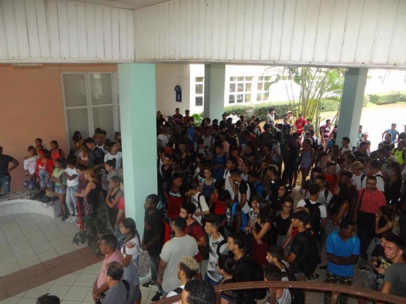 Representantes de la Facultad 3 durante el acto de homenaje al Che y Camilo.