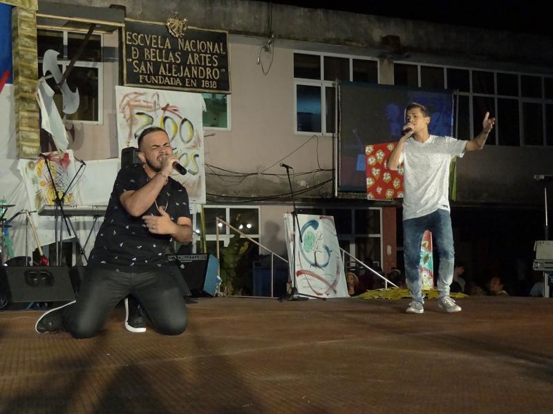 El Braza y el Furia, dúo musical que animó al auditorio.