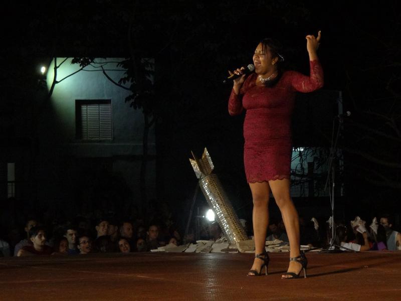 La solista Jenniffer Rut interpretó el tema Basta Ya.