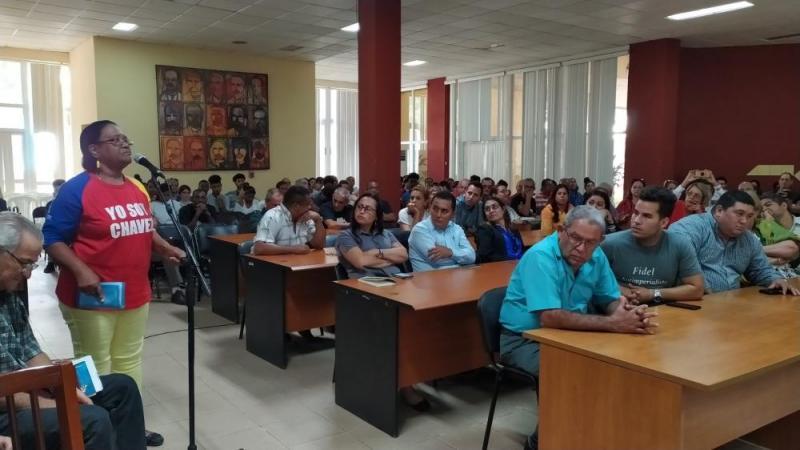 Los presentes respaldaron el apoyo de los cubanos a la Revolución Bolivariana