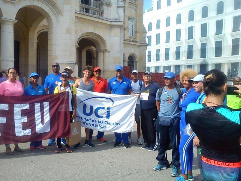 Representantes de la UCI junto a glorias deportivas y funcionarios del Inder Nacional que presidieron el evento.