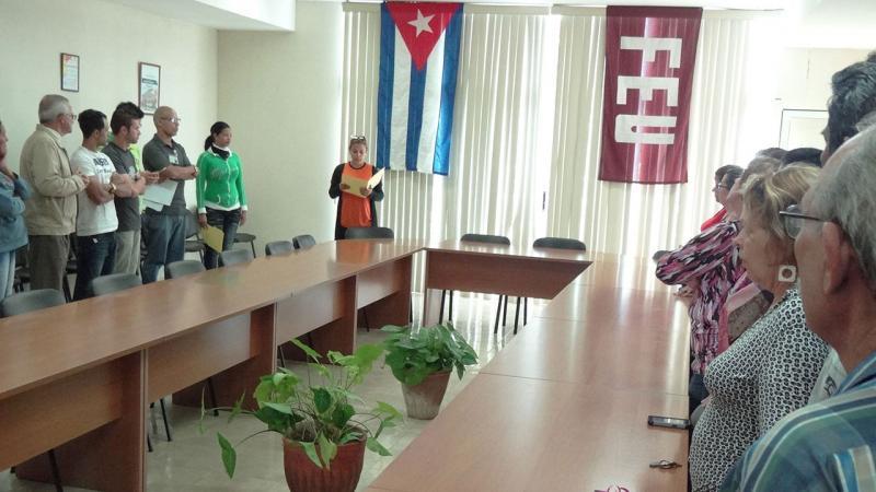 Taire Faife, secretaria de la UJC de la Facultad 4 leyó fragmentos del discurso pronunciado por Fidel Castro el 13 de marzo de 2002.