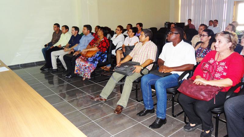 Presentes miembros del Consejo Universitario, representante de las organizaciones políticas y de masas y especialistas.