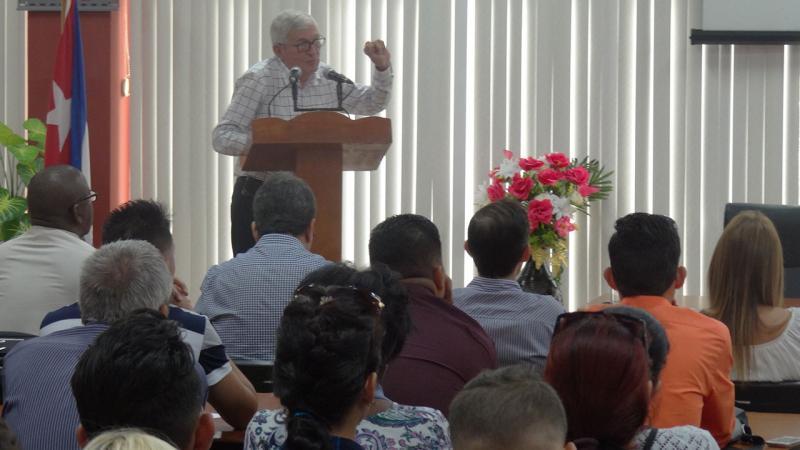 """Melchor Gil Morell realizó la conferencia"""" El papel del Comandante en Jefe Fidel Castro Ruz en el desarrollo de la Informática en Cuba""""."""