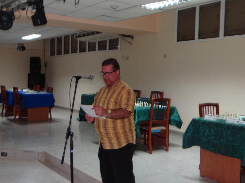 El profesor Isbel Herrera del Sol ofreció los detalles del evento.