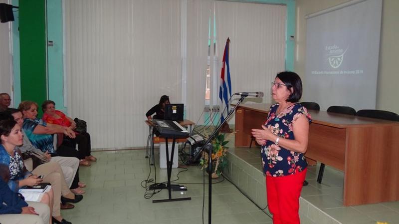 La Dra.C. Vivian Estrada expuso el programa científico del evento.