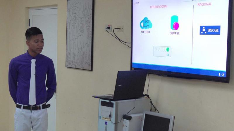 Carlos González Herrera presentó la tesis Módulo para el diseño de modelos entidad-relación en la plataforma RDB-learning.