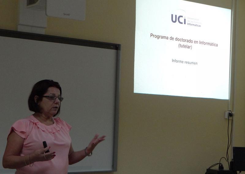 La Dra.C. Vivian Estrada Sentí, Jefa del Departamento de Posgrado en la UCI, presenta el Programa Doctoral en Informática.