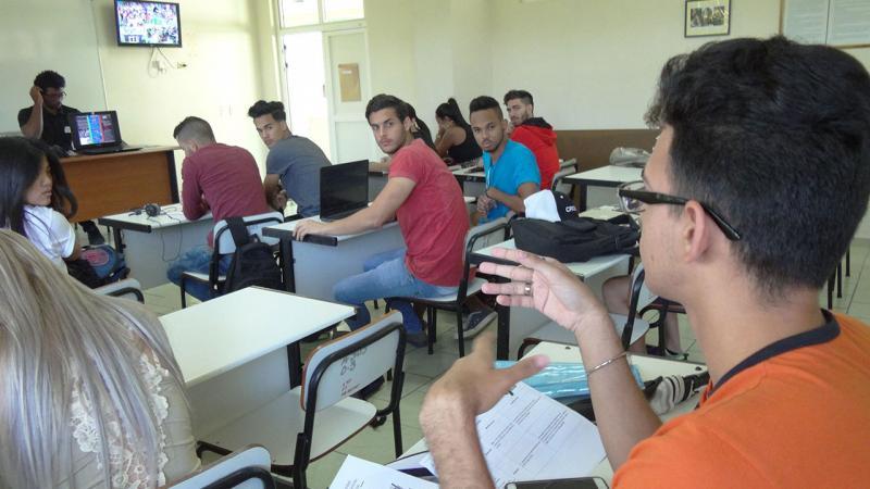 Debate en las brigadas Facultad 1.