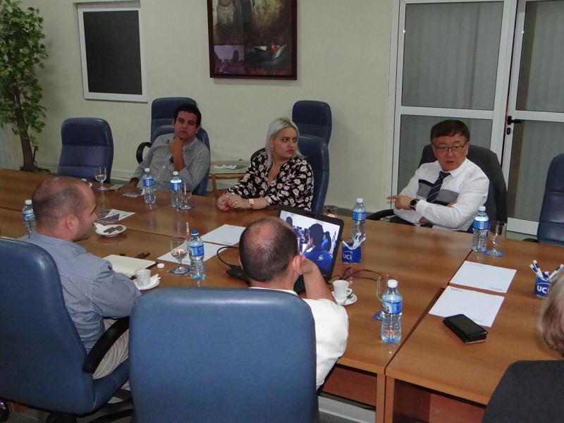 Intercambia director de normalización de la UIT con directivos de la UCI.