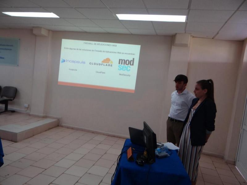 Lisandra y Robert confeccionaron una guía que garantiza otra capa de protección a las aplicaciones web.