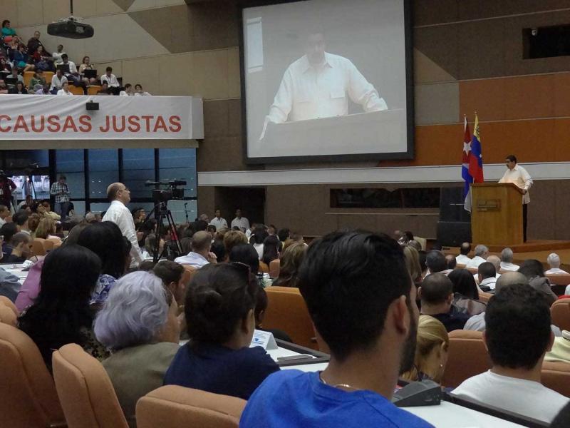 Estudiantes y trabajadores de la UCI mostraron su solidaridad con el pueblo venezolano.