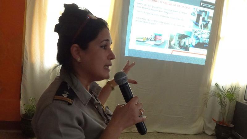 Representante de la Aduana actualiza sobre la importancia de las aplicaciones desarrolladas por la UCI en la informatización para el control y prevención en esta entidad.