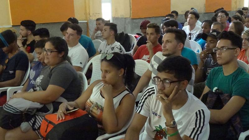 Estudiantes participantes de las facultades 2 y 1.