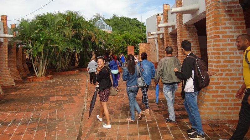 Recorrido por la Facultad de Artes Visuales del ISA.