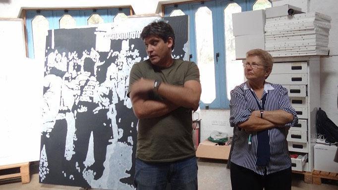 Julio Ruslán Torres, decano de la Facultad de Artes Visuales y la asesora de Extensión Universitaria, Luisa García Miranda, explican detalles del centro.