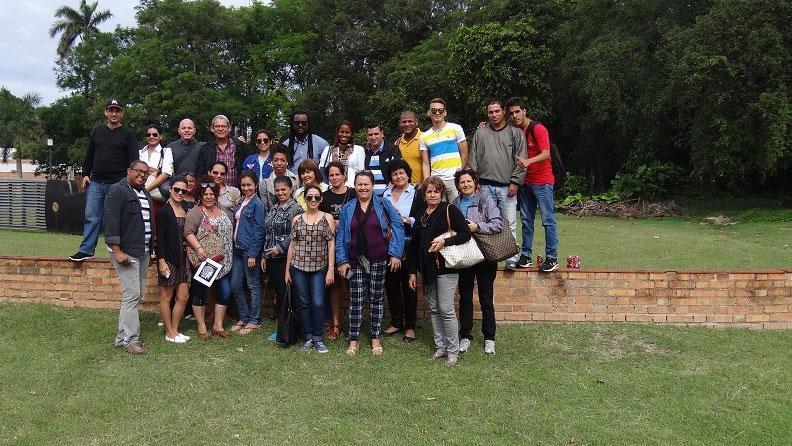 Antes de la partida, los miembros de la Dirección de Extensión Universitaria de la UCI decidieron que una foto colectiva quedara como recuerdo.