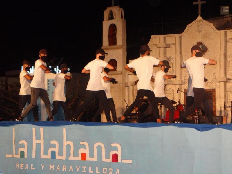 La pieza danzaria Blow del grupo Elemntrix fue una de las más ovaciondas por el público.
