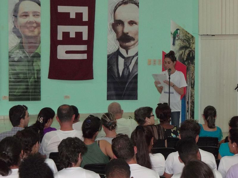 Anaili Pérez Piedra, en nombre de los graduados felicitó a todos sus compañeros y los exhortó a cumplir los nuevos retos que tenían como ingenieros.