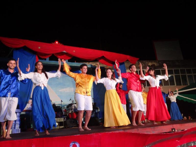 "A ritmo de ballenato el grupo Cumbiamba danzó ""La gota fría""."