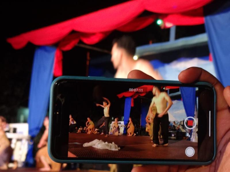 """La danza contemporánea se hizo sentir con la interpretación de """"Le sacre puprintemps"""" por el grupo Espacio Abierto."""