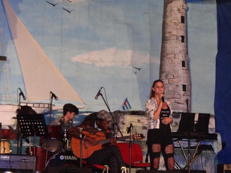 """El tema musical """"Parar el tiempo"""" fue interpretada por la cantante Jessica González Lima."""