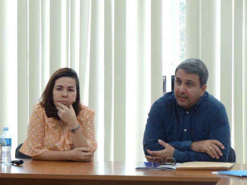 La Dra.C. Dunia Colomé Cedeño, decana de la Facultad 4, y el Dr.C. Walter Baluja García, rector de la UCI.