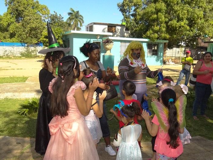 Hasta la Directora del Hogar de La Coronela cantó con los niños.