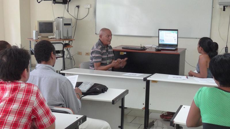 Profesor de Preparación para la Defensa, Franklin Teodoro Ávila Dedieu, presenta un multimedia que propone la interpretación de los hechos sobre las nuevas relaciones Cuba-EE.UU.