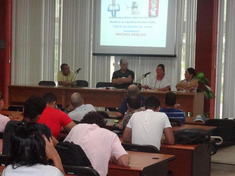 Los panelistas del encuentro comentaron acerca del fortalecimiento de las sanciones contra Cuba.