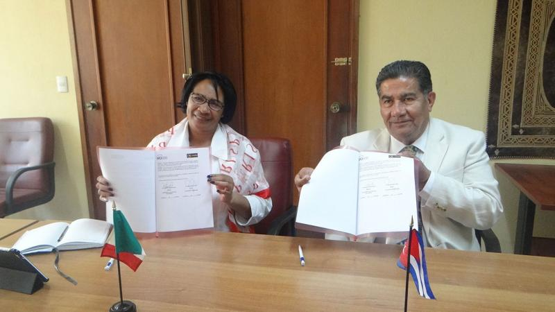 Dr.Sc. Miriam Nicado García signs an agreement with the rector of the University of Matehuala