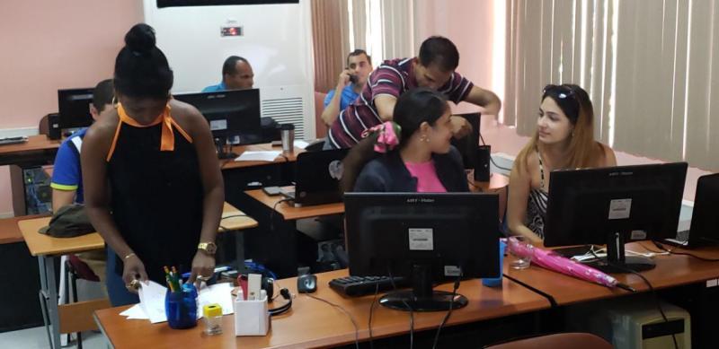 Los especialistas del Centro de Informatización de la UCI mantienen sus servicios la comunidad universitaria.