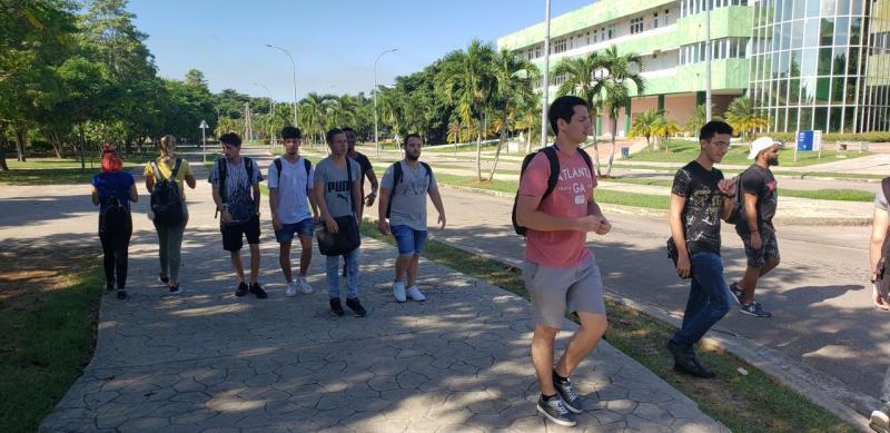 Los estudiantes de la UCI entusiastas y comprometidos con la Revolución.