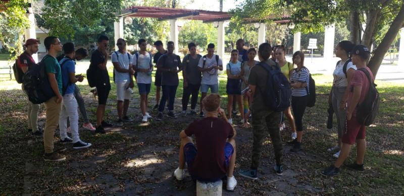 Estudiantes de la Facultad 3 realizan su reunión de brigada.
