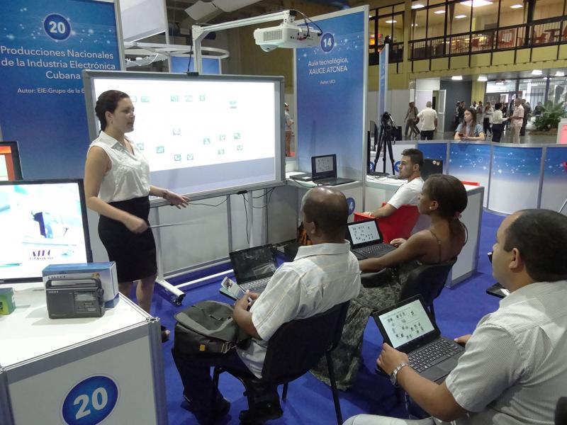 En el Stand Cuba, fue presentado el sistema de información hospitalaria Xavia His de la UCI.
