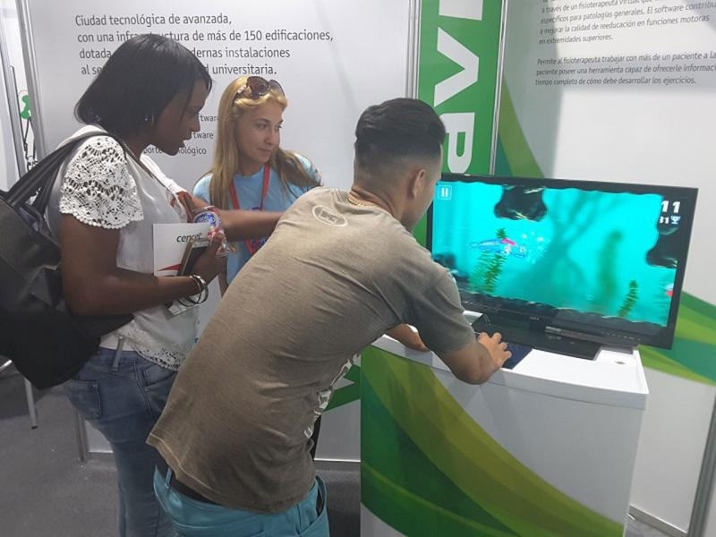 Los videojuegos interactivos y de apoyo a la rehabilitación motora tuvieron su espacio dentro de las actividades del estand universitario.