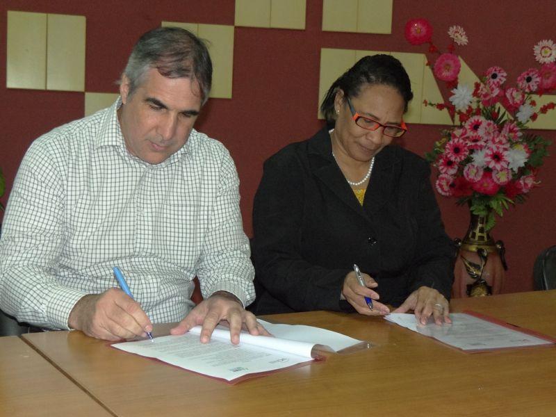 Firma de convenio marco UCI-BioCubaFarma